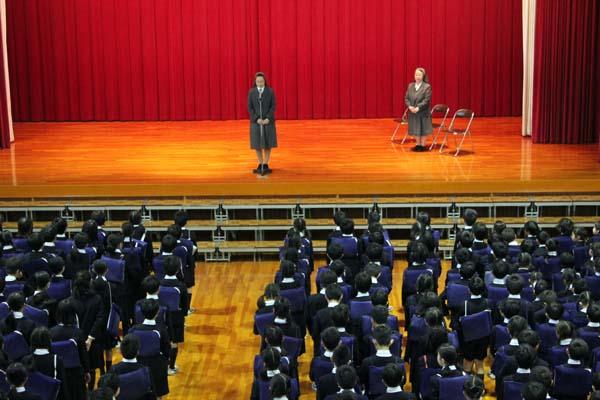 Sr.森下ワカヨ管区長様が小学校にご来校くださいました