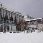 雪の学校 ホテルに到着しました
